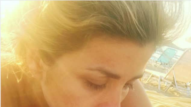 Panagiota Petridou am Strand ohne Make-up Urlaub schön Bücher