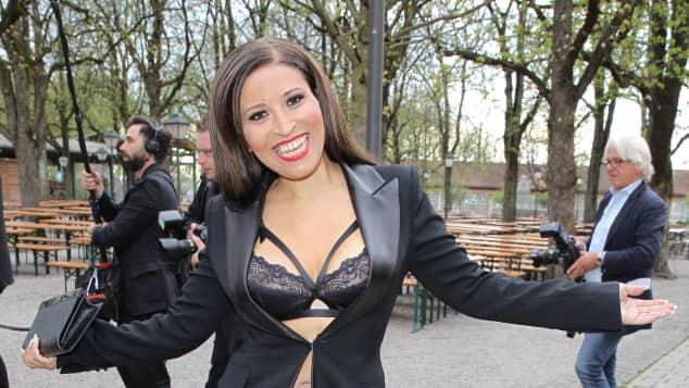 Patricia Blanco zeigt sich heute schlank und sexy abgenommen Transformation Dessous Blazer Leder