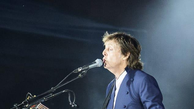 Paul McCartney bein einem Konzert im Jahr 2015