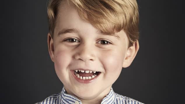 Süßes Portrait von Prinz George zu 4. Geburtstag