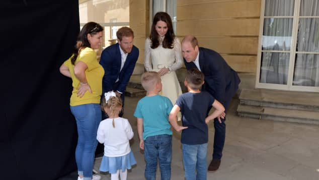 Prinz Harry, Herzogin Catherine und Prinz William geben Tee-Party für Kinder