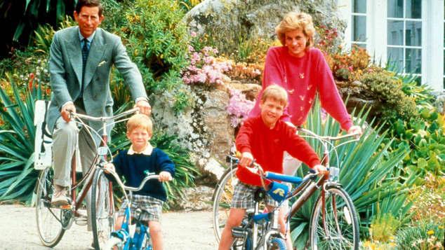 Prinz Harry, Prinz William, Prinz Charles und Prinzessin Diana