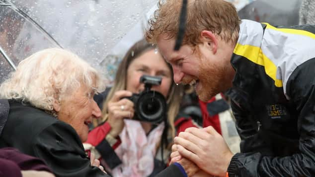 Sydney Diese rührenden Bilder von Prinz Harry gehen um die Welt