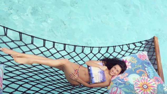 Model Rebecca Mir zeigt sich super sexy auf den Malediven