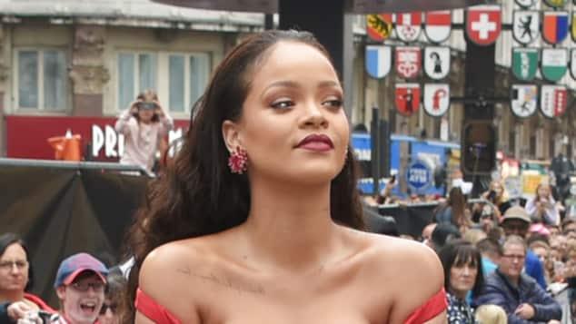 """Rihanna lenkt bei der Premiere zu """"Valerian"""" alle Blicke auf sich"""