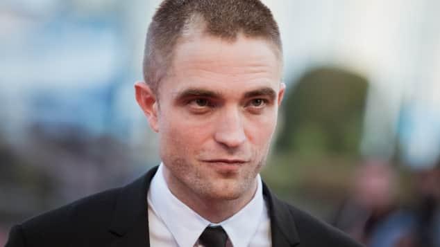 Robert Pattinson Kurzharfrisur Frisur fast Glatze ganz kurze Haare