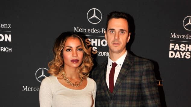 Sänger Seven und seine Frau Zahra auf dem roten Teppich