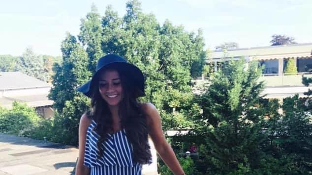 Sarah Lombardi auf einem Balkon, der verdächtig wie Pietros aussieht