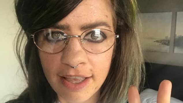 """Susan Sideropoulos hat sich für die """"Verstecke Kamera"""" als verrückter Ross-Anthony-Fan verkleidet"""