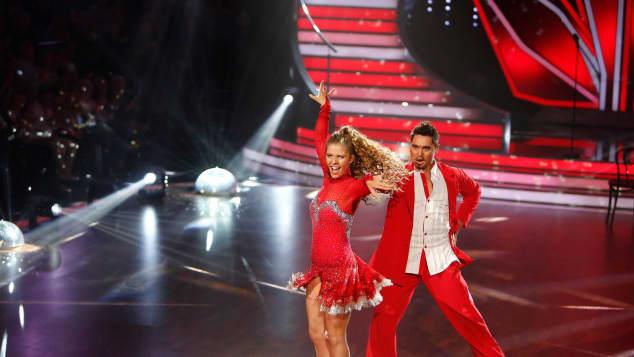 """Popsängerin Victoria Swarovski gewann mit Profitänzer Erich Klann die neunte Staffel """"Let's Dance"""""""