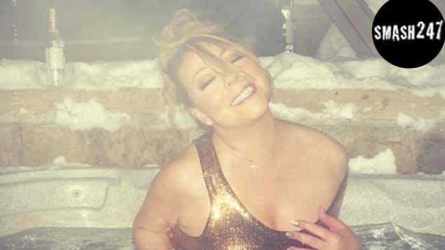 Mariah Carey zeigt sich in einem goldenen Badeanzug