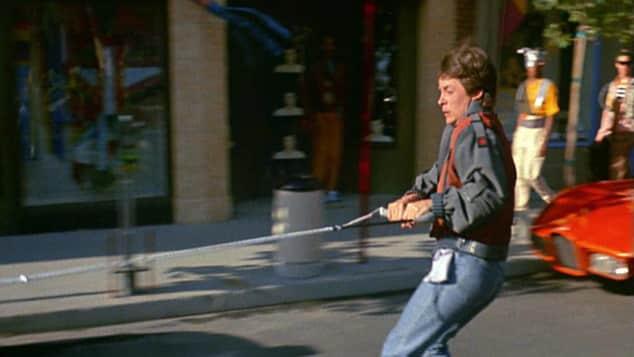 """""""Marty McFly"""" auf dem """"Hoverboard"""" in """"Zurück in die Zukunft"""""""