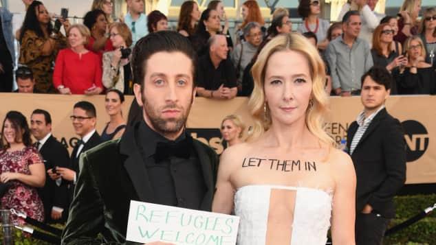 Hleberg SAG Awards  Simon Helberg und Jocelyn Towne setzten ein Zeichen Refugees Welcome gegen Trump Zeichen setzen Zivilcourage Einsetzen Politik