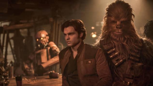 """Alden Ehrenreich und Joonas Suatamo als """"Han Solo"""" und """"Chewbacca"""""""