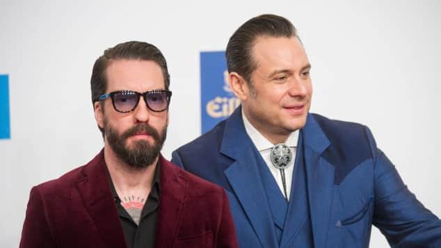The BossHoss: Alec Völkel und Sascha Vollmer auf dem roten Teppich der Verleihung der Goldenen Kamera