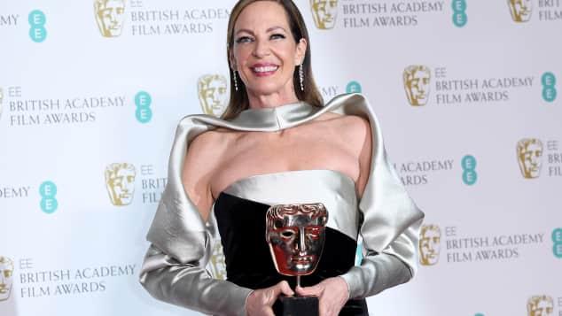 Alison Janney wurde mit einem BAFTA als beste Nebendarstellerin ausgezeichnet