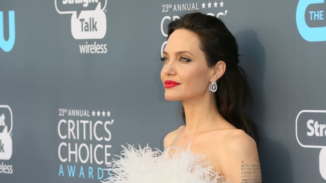 Angelina Jolie erschien zu den Critic Choice Awards in weiß