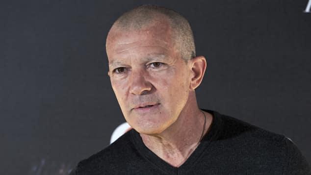 """Antonio Banderas für """"Genius Picasso"""" mit abrasierten Haaren und Augenbrauen"""