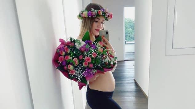 Bibi Heinicke zeigt ihren Babybauch