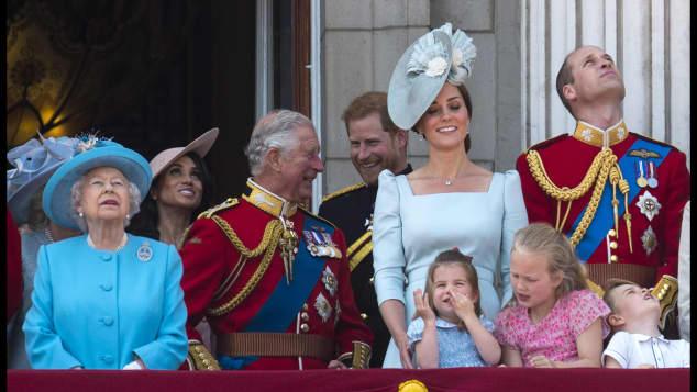 Meghan Markle gehört nun auch zur britischen Königsfamilie und darf mit auf den Balkon des Buckingham Palace