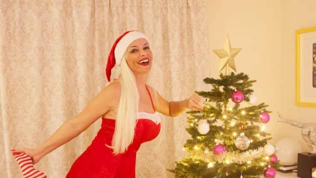 Daniela Katzenberger sexy Weihnachtsbaum