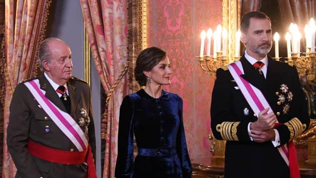 Königin Letizia neben ihrem Ehemann