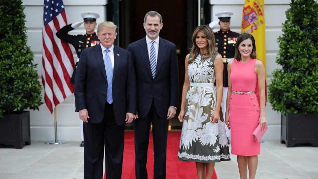 Donald Trump, König Felipe, Melania Trump und Königin Letizia posieren gemeinsam für ein Foto