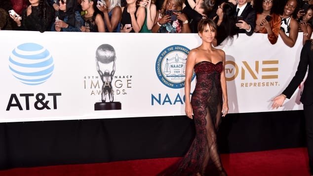 Halle Berry sexy durchsichtiges Kleid