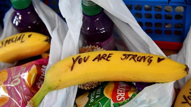 Herzogin Meghan schreibt Mut-Botschaften für Prostituierte auf Bananen
