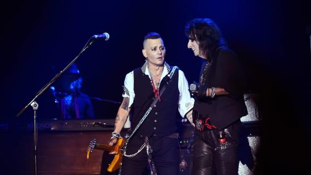 Johnny Depp sieht bei einem Konzert seiner Band total abgemagert aus, Johnny Depp, Johnny Depp abgemagert