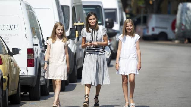 Königin Letizia, Prinzessin Leonor und Prinzessin Sofia unterstützen König Felipe