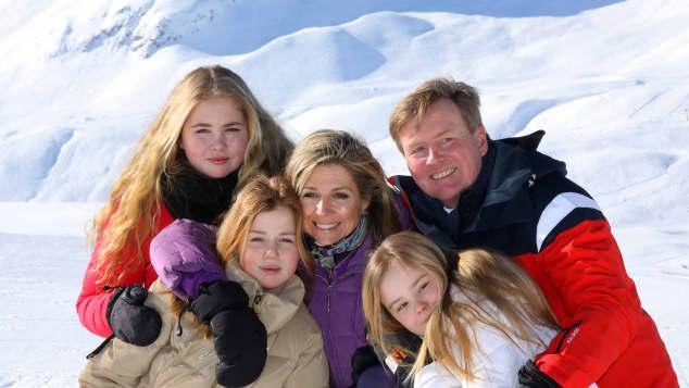 Königin Maxima König Willem-Alexander und ihre drei Töchter, Maxima Willem-Alexander und Töchter, Amalia Ariane und Alexia, niederländische Königsfamilie