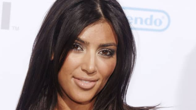 Kim Kardashian, Kim Kardashian 2006, Kim Kardashian früher, Kim Kardashian Entwicklung, Kim Kardashian mit dunklen Haaren, Kim Kardashian Veränderung, Kim Kardashian Transformation, Wie hat sich Kim Kardashian verändert