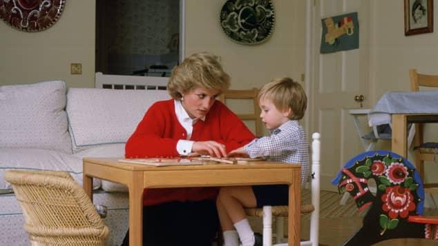 Lady Diana und Prinz William im Spielzimmer des Kensington Palasts