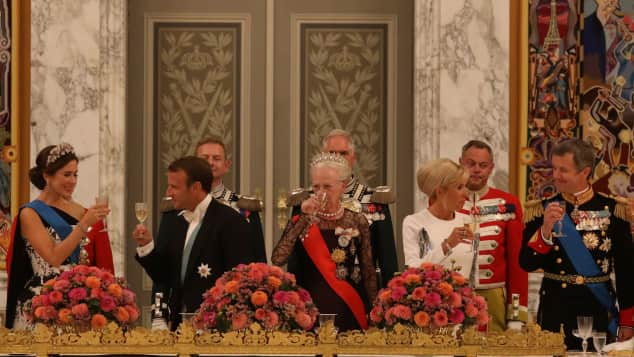 Emmanuel Macron mit seiner Frau beim festlichen Galadiner in Dänemark