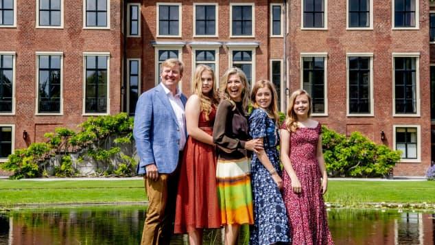 Königin Máxima und König Willem-Alexander mit Töchtern