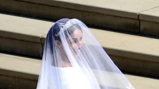Meghan Markle zeigt ihr atemberaubendes Hochzeitskleid, Meghan Markle