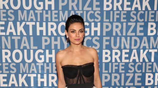 Mila Kunis schön Kleid