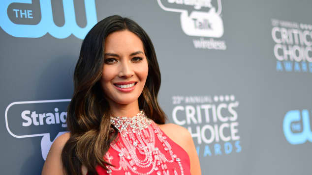Olivia Munn moderierte die Critics Choice Awards 2018