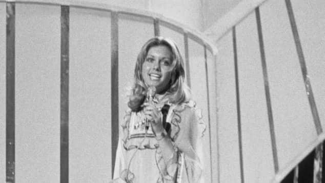 Olivia Newton-John bei ihrem Auftritt während des Eurovision Song Contests 1974