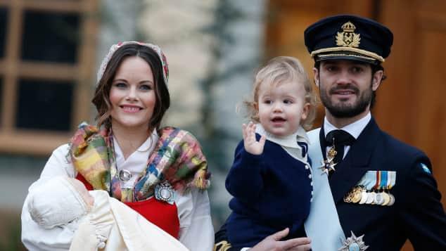 Prinz Carl Philip, Prinzessin Sofia und ihre Kinder Prinz Alexander und Prinz Gabriel, bei dessen Taufe