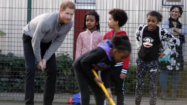 """Prinz Harry begleitet die Organisation """"SreetGames"""" bei ihrer Arbeit"""