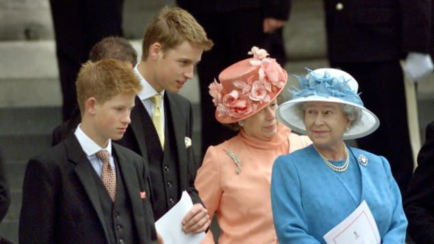 Prinz Harry, Prinz William und Königin Elisabeth II.