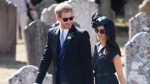 Prinz Harry und Meghan Markle warfen sich für die Hochzeit von Harrys Freund in Schale