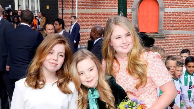 Prinzessin Amalia mit ihren Schwestern Alexia und Ariane
