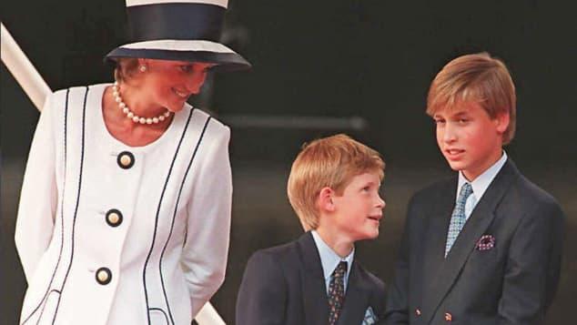 Lady Diana, Prinz Harry und Prinz William im August 1995 in London