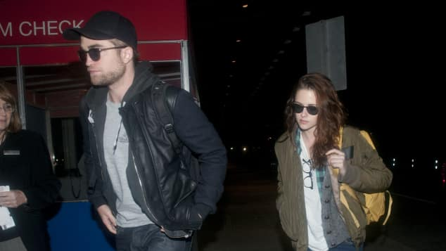 "Robert Pattinson und Kristen Stewart am JFK-Flughafen in New York, 2012, ""Twilight"""