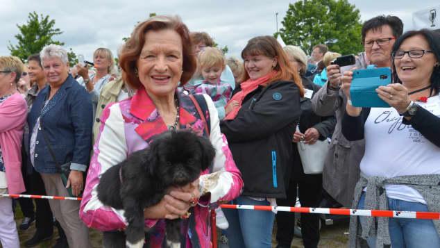 Brigitte Antonius und ihr Hund Pimkie