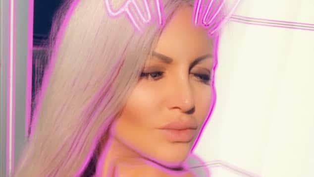 Sophia Vegas genießt die kalifornische Sonne