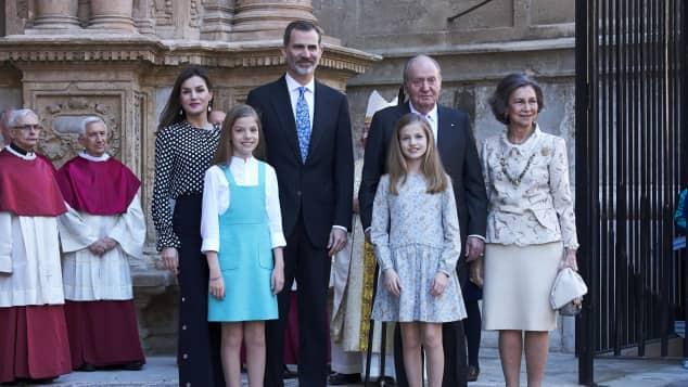 Königin Letizia Super Stylisher Auftritt An Ostern